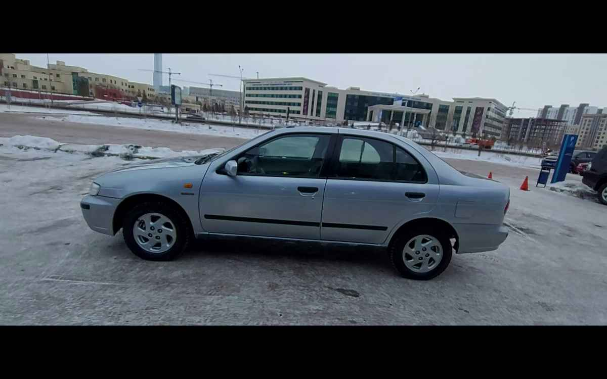 2000 Nissan Almera