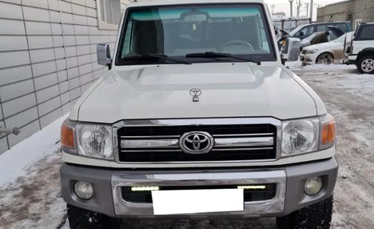 2014-toyota-land-cruiser-d24511