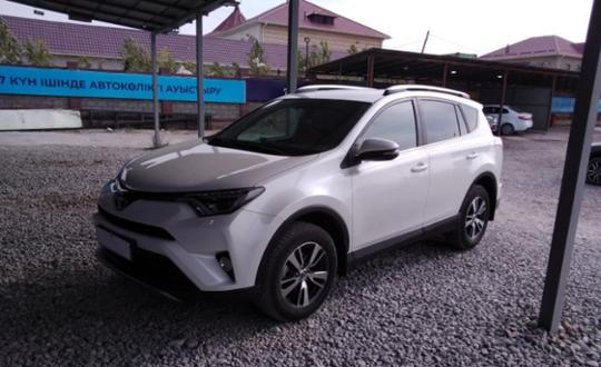 Toyota RAV4 2017 года за 12 300 000 тг. в Шымкент