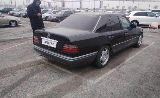 1993-mercedes-benz-e-класс-c16369
