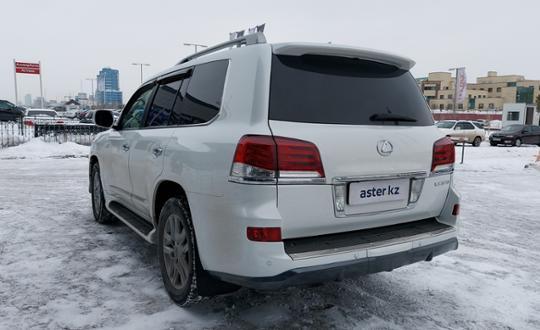 2011-lexus-lx-c23558