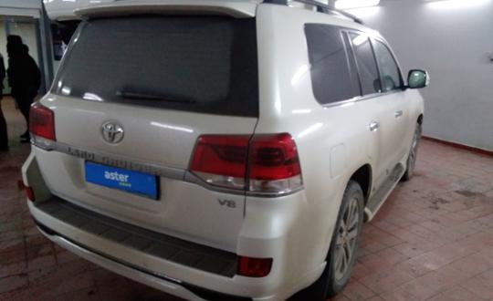 2016-toyota-land-cruiser-c24241