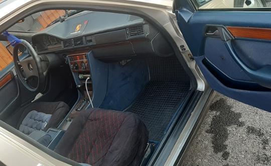1992-mercedes-benz-e-класс-d24498